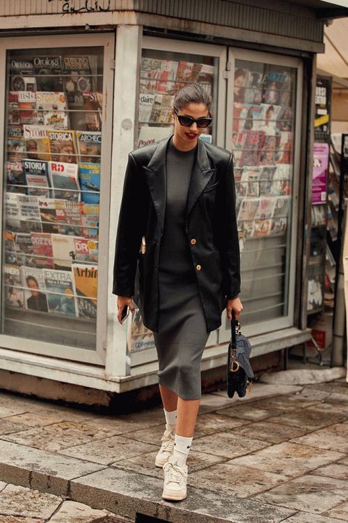 milan-fashion-week-street-style-spring-2021-289341-1601340983593-image.900x0c.jpg