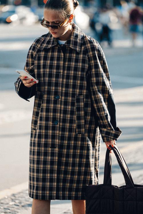 Adam-Katz-Sinding-After-Baum-und-Pferdgarten-Copenhagen-Fashion-Week-Spring-Summer-2022_AKS5500-900x1350.jpg