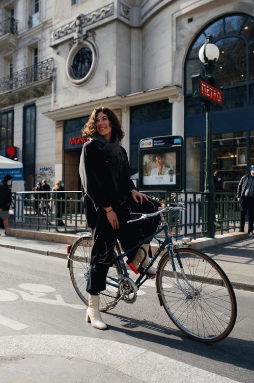 street-style-paris-fashion-week-fall-2021-photos-27.jpg