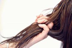秋は髪の毛が抜けやすい時期